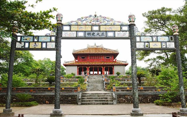 Lăng Minh Mạng - địa điểm du lịch nổi tiếng ở Huế